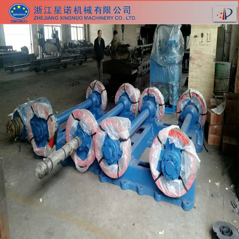 Centrifugal spinning machine for concrete pole