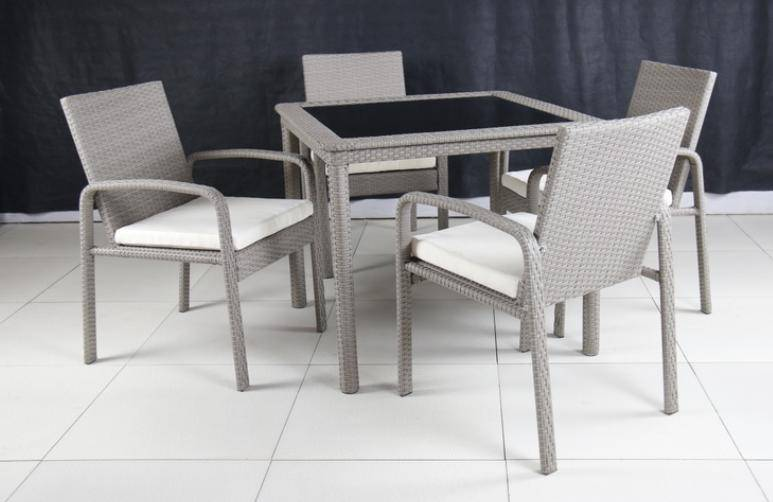 Rattan table T342