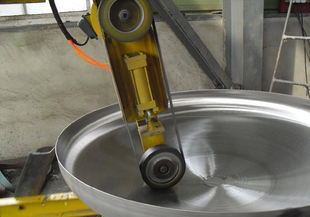 Dish end polishing machine