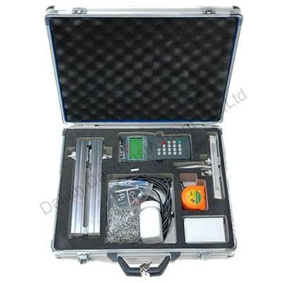 Portable ultrasonic flow meter with RS232 output