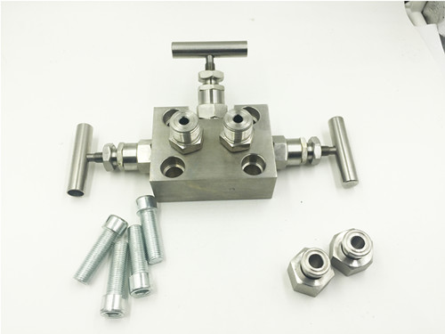 Three way valve manifold