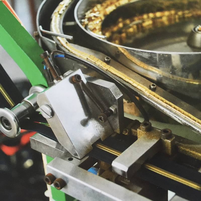 FACTORY ZIPPER MACHINE
