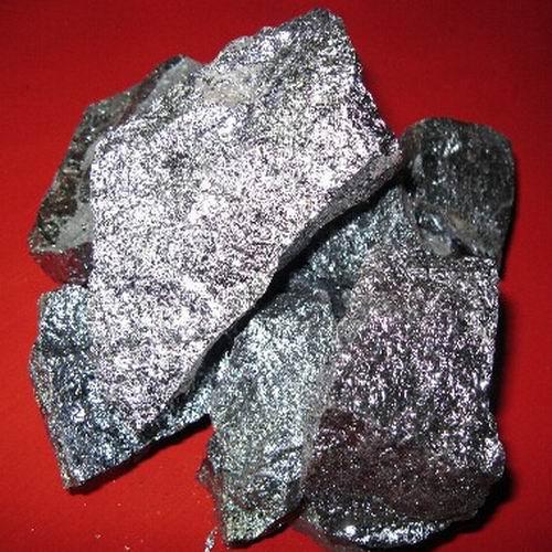 Manganese Ore Lumps, Mangaense Ore Concentrate, Manganese Ore.