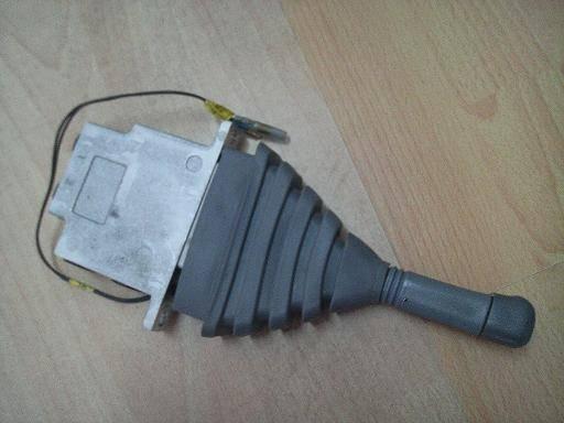 Export Pilot valve, excavator parts, PC200-7.