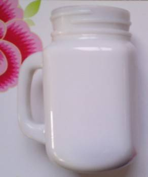 Glass cup with handle (Milk-colour)