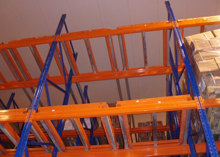 Push back pallet rack for warehouse storage