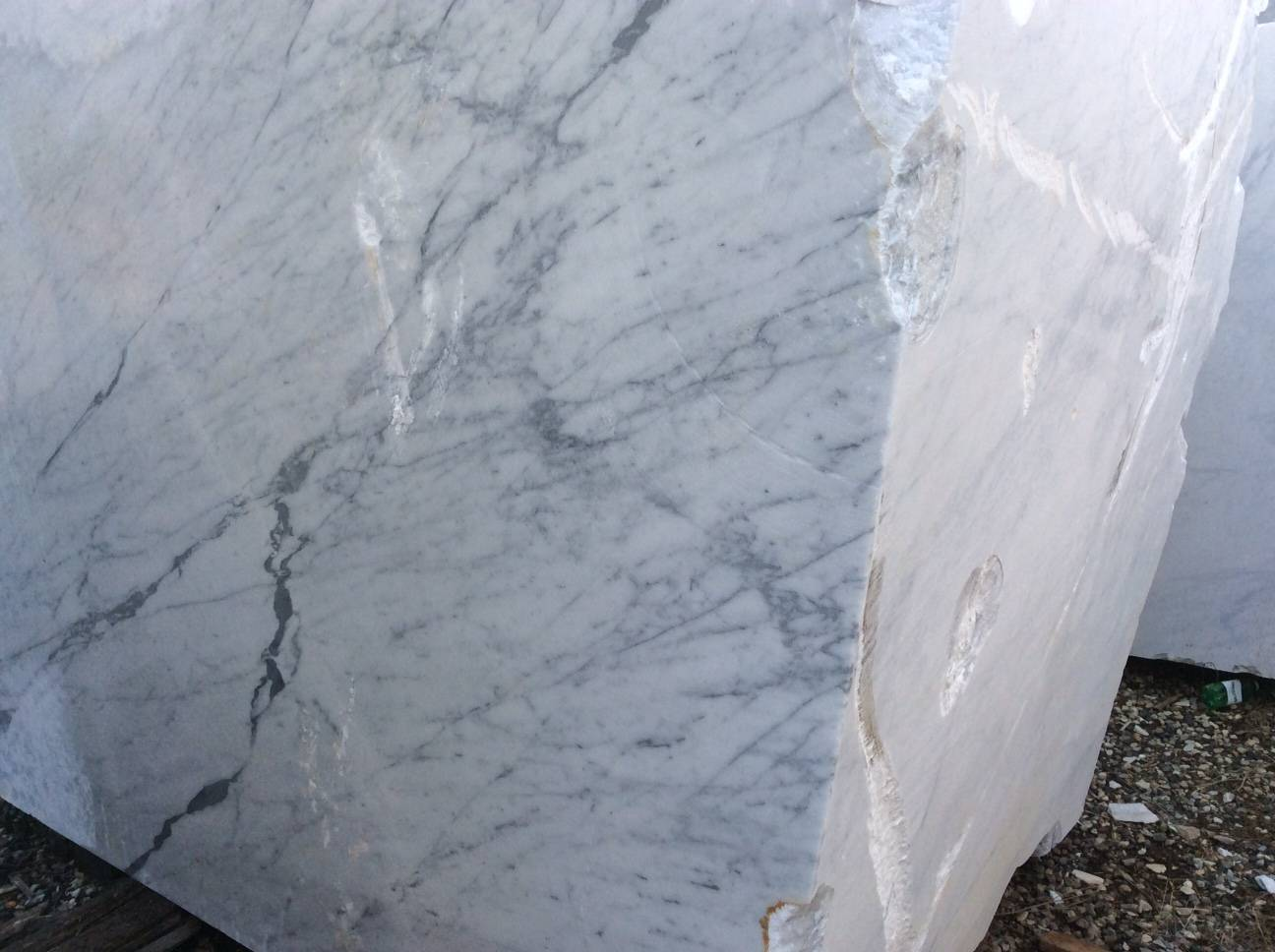 VENATINO - WHITE ITALIAN CARRARA MARBLE BLOCKS