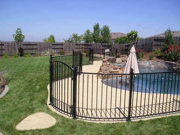Flat-Top Steel Fence