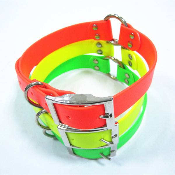 PVC dog collar with a meatl center ring