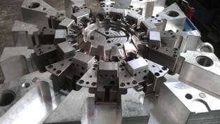 Precision injection mould 2