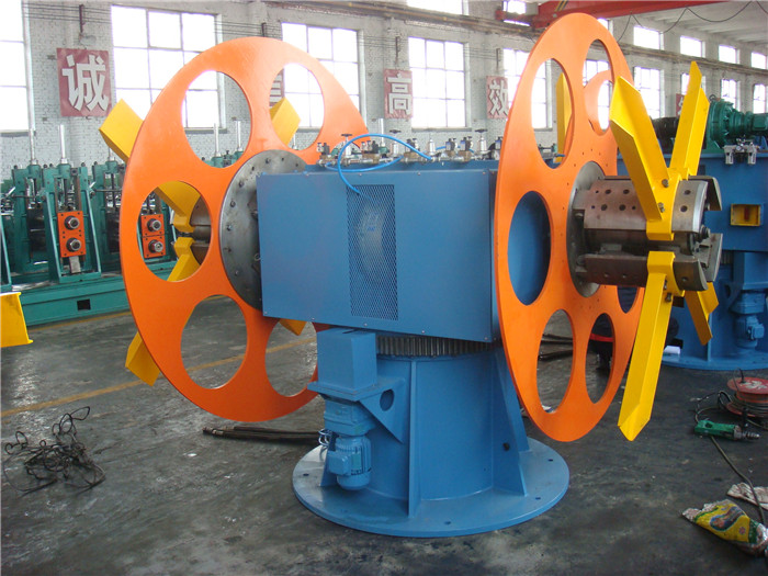 Hydraulic double mandrel uncoiler