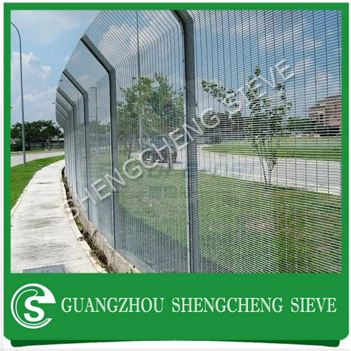Heavy gauge powder coated galvanized steel welded wire walkway security fencing