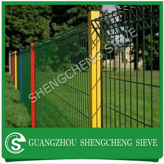 Cheap price powder coated fence panels decorative brc garden fencing with post
