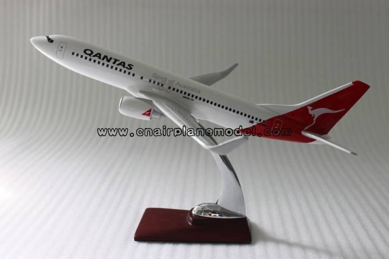model airplane B737 Qantas