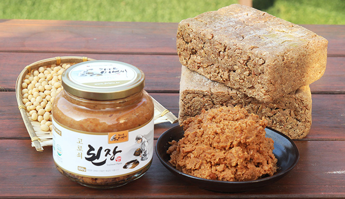 Korean traditional soybean paste with Acer mono water