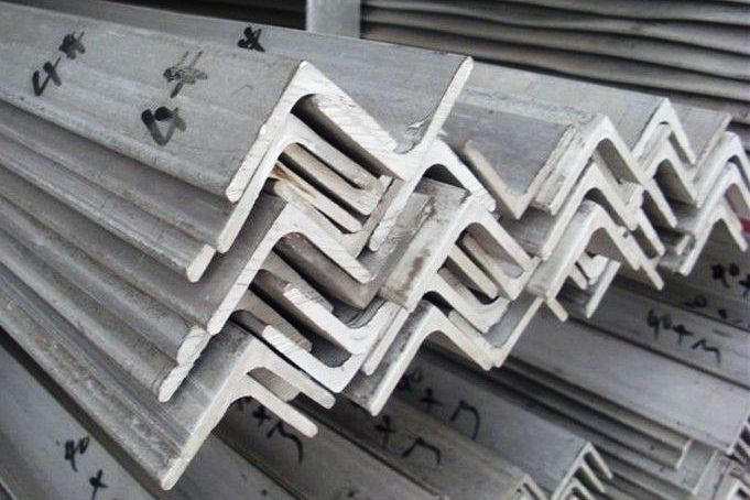 STAINLESS STEEL 304 GRADE ANGLE