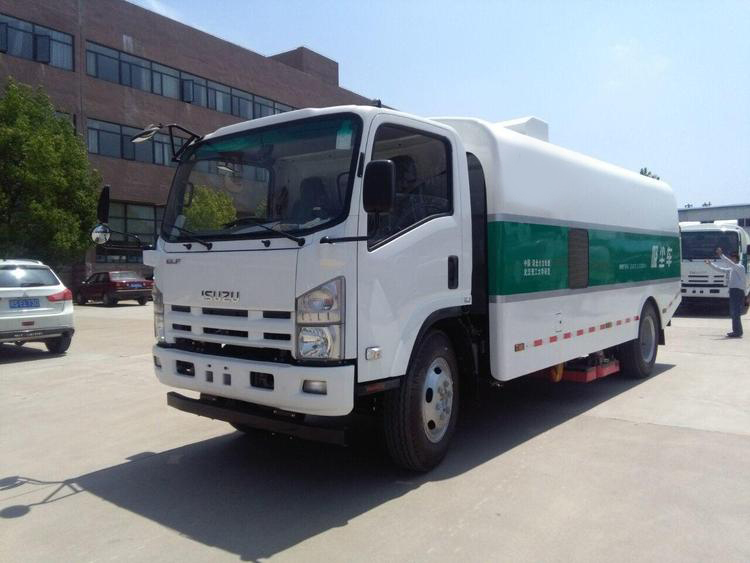 ISU ZU 600P vacuum dust suction road cleaning and street sweeper truck