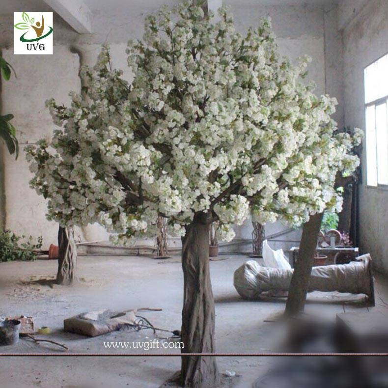 UVG CHR059 High simulation fiberglass artificial wedding cherry blossom tree for stage decoration