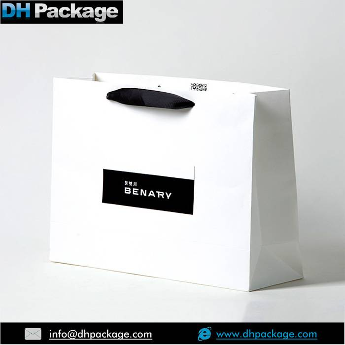 MANUFACUTURER OF WHITE PRINTED PAPER GIFT BAGS