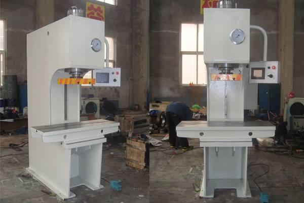 Single column hydryulic press