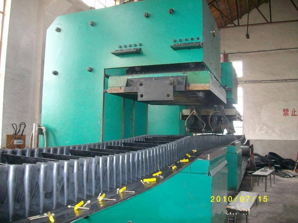 China Manufacture Jaw Type Vulcanizing Machine