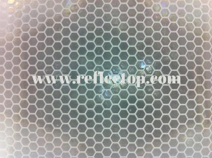 Prismatic reflective sheeting