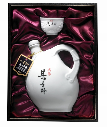 Korean Alcoholic Beverage 'Myungjak Bokbunja Gift Set'