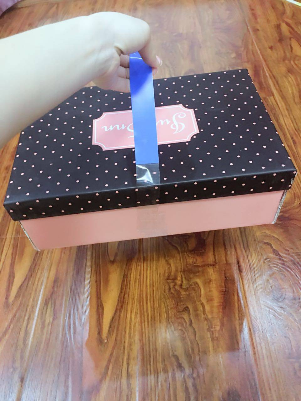 carry handles for shoe box with your brand as a new package tape solution