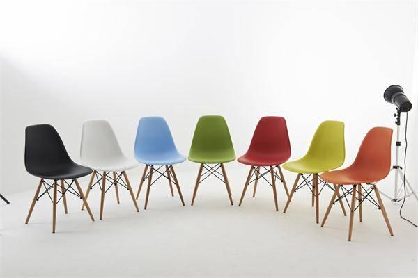 Effiel Emas DSW plastic chair