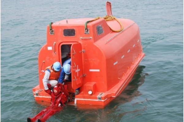 4.9m Marine Free Fall Enclosed Lifeboat for Lifesaving