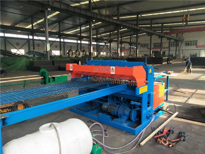 Manual wire threading machine in coal mine