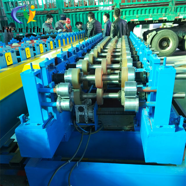 New polyurethane sandwich panel equipment