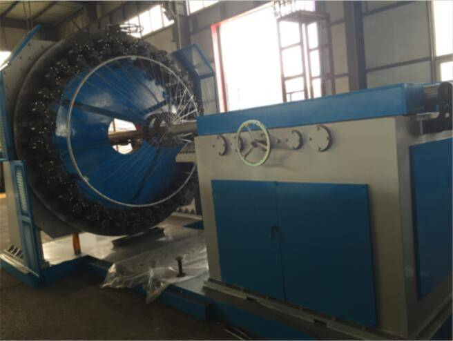 Steel wire braiding machine for flexible metal hose