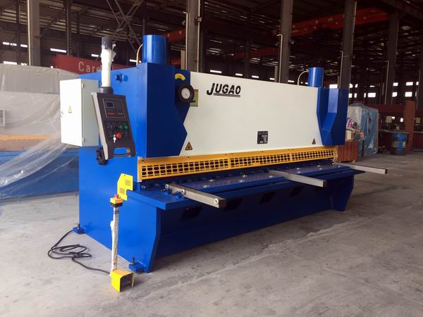 Hydraulic guillotine shearing machine with E21 control system