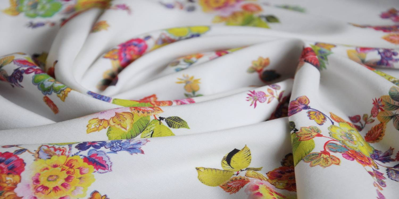 Digitally Printed Flower Plain Woven Rayon Fabric