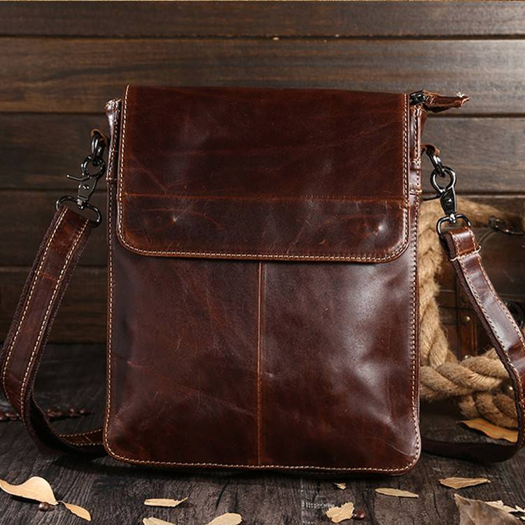 Men's business casual bag is made of fine Oil-Wax Leather with detachable shoulder strap