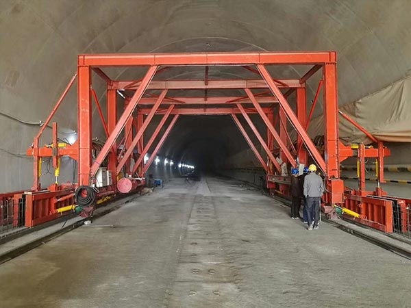 Tunnel formwork bypass channel