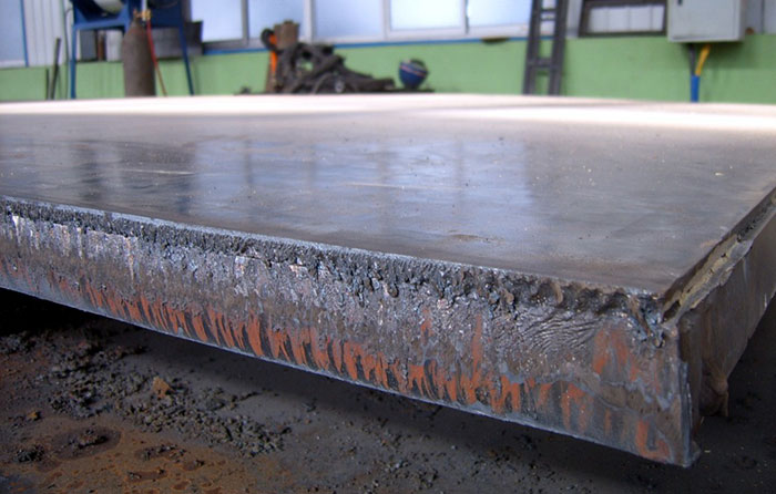 Explosion-bonded Clad Plate