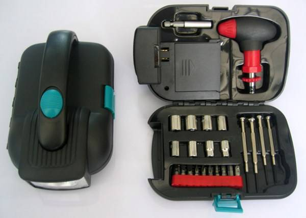 24 Piece Tool Kit Set Type Hand Tool Set With Flashlight ,Multi Tool For Home,Auto,Emergency