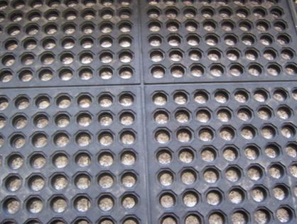 Anti-Slip Rubber Mat/Rubber Sheet Door Mat Cloth Inserted Sheet Cow Stall Mat Pebble Rubber Matting