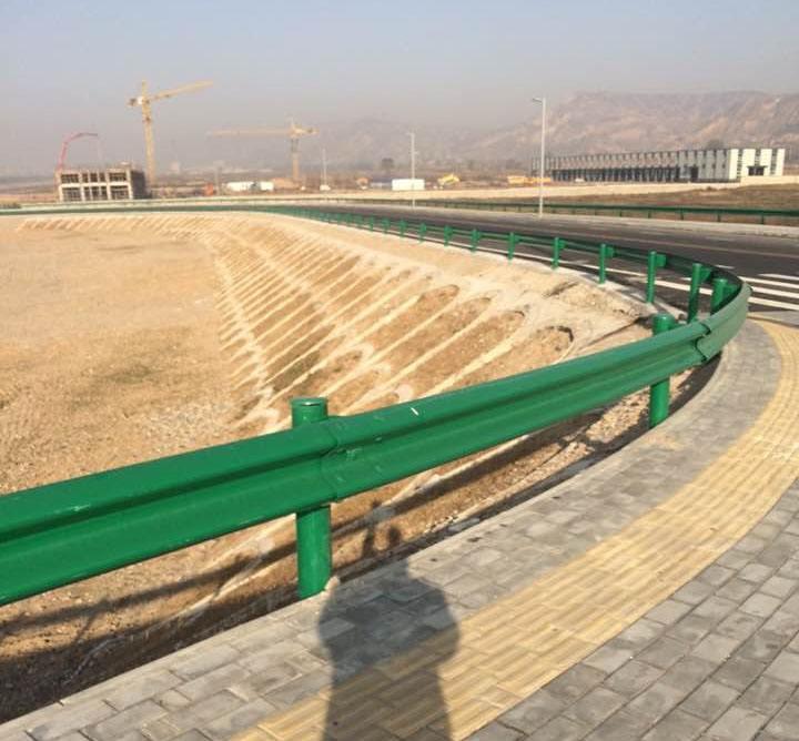 W-beam highway guardrail /road barrier/ traffic guardrail