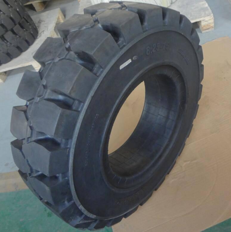 Radial TBR tire dump truck tire 8.25-15/6.50 in station