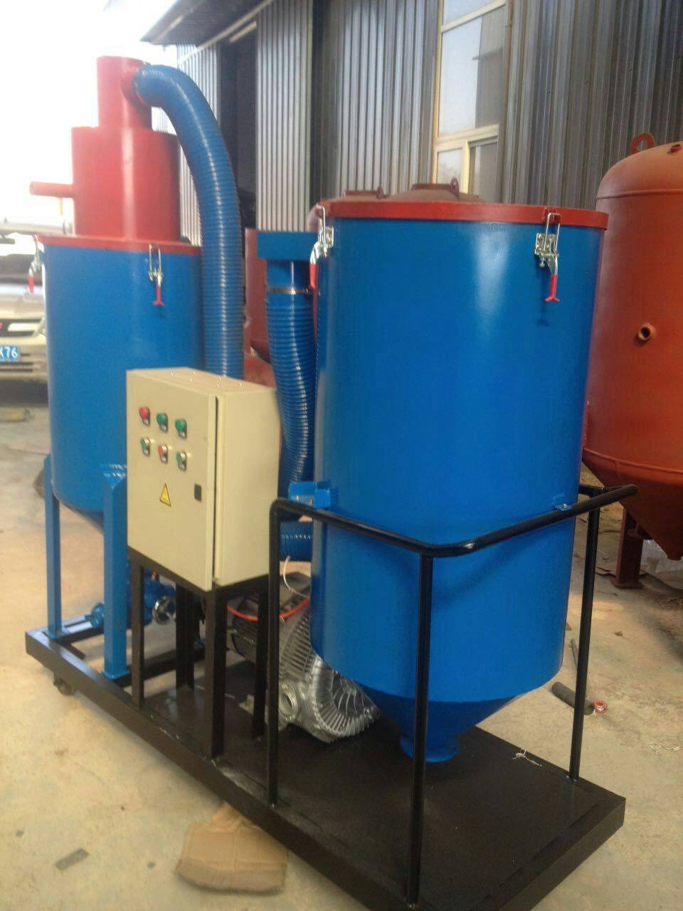Recycling type dustless sand blasting machine