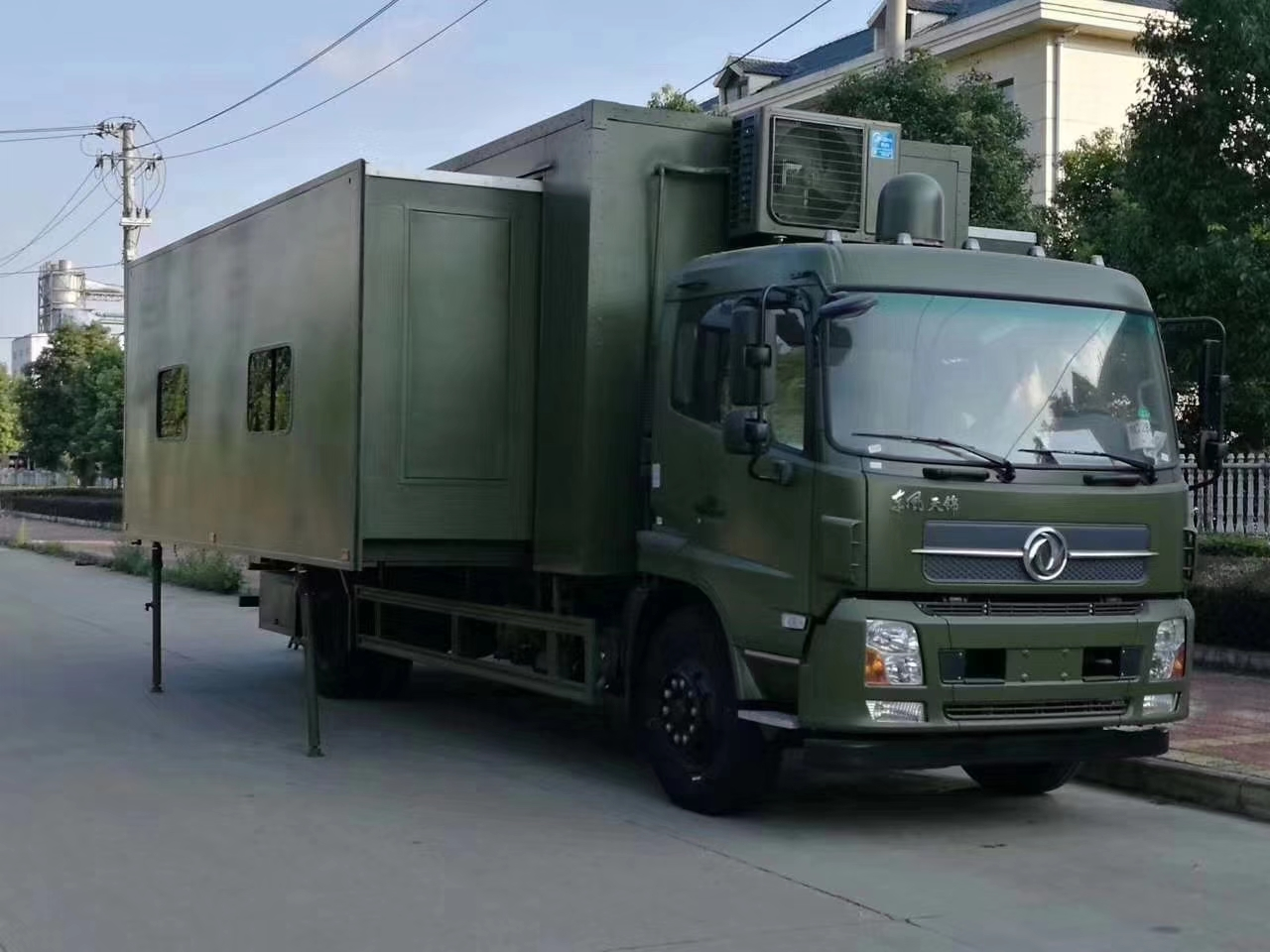Dongfeng Military Camper Truck for 24 people