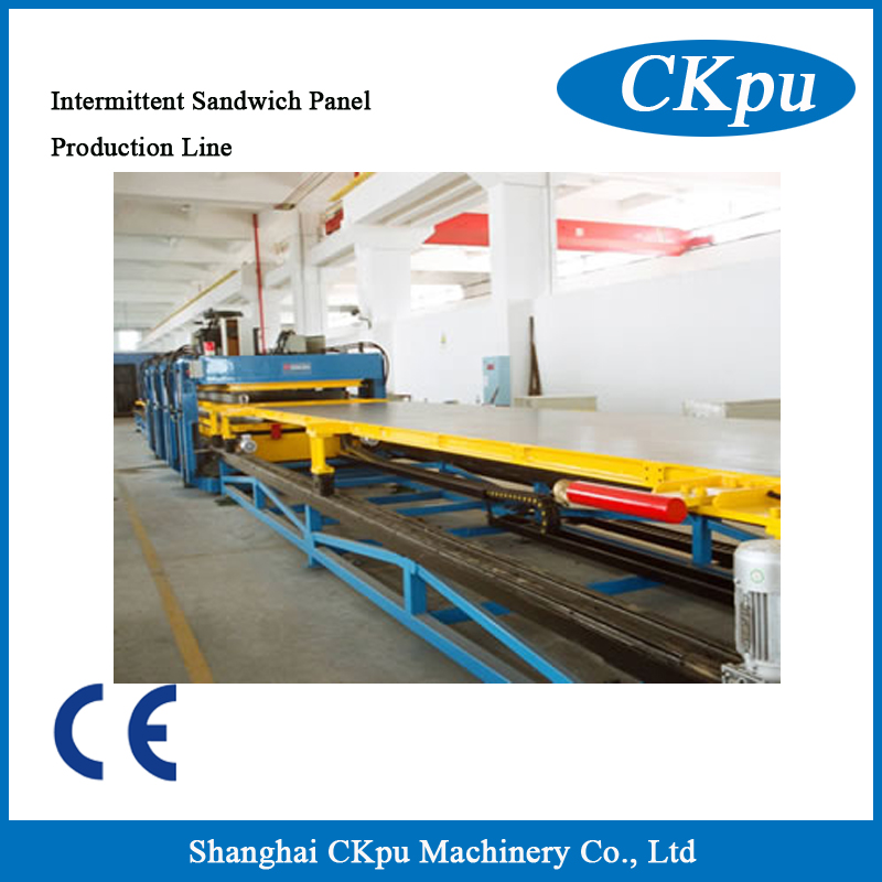 Intermittent sandwich panel production line