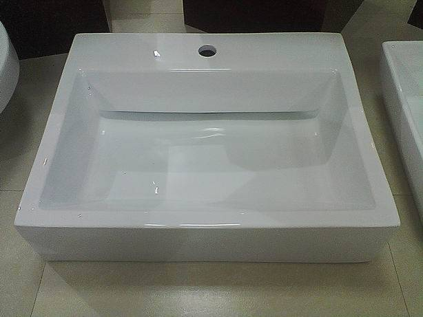 Elegant Hide Outlet Sanitary Ware, Ceramic Wash Art Basin/Sink