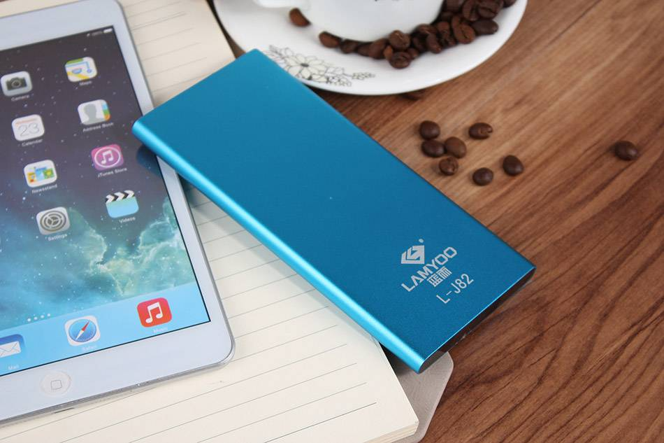 Multifunction 8000mAh portable power bank credit card size