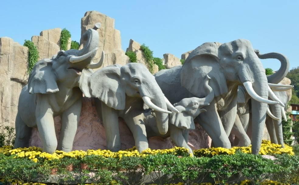 animal statues,elephant sculpture,lion,horses