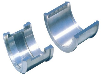 Tilting pad journal bearing for water turbine