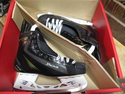 CCM 6052 Hockey Skates Tacks